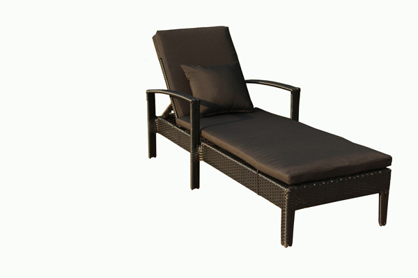 outdoor rattan chaise lounge